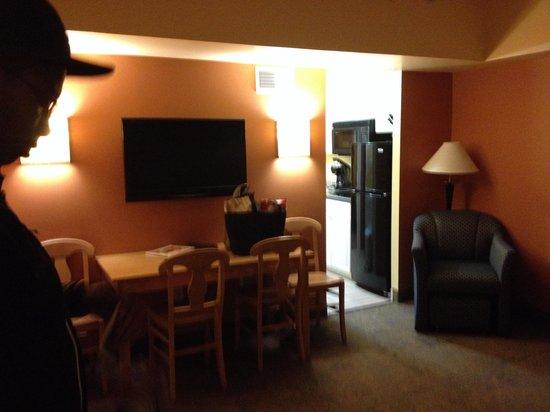 Atrium Resort: Living area