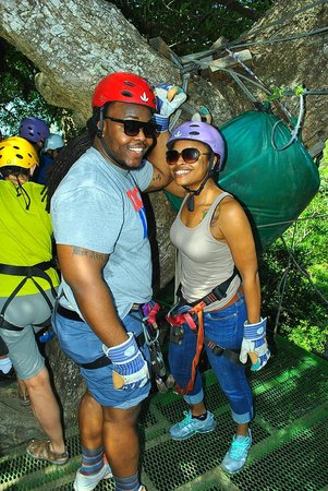 Issys Tours Costa Rica: Ziplining above the trees