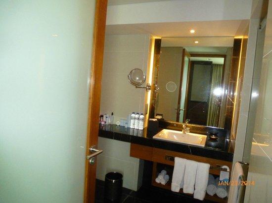 Radisson Blu Cebu: Bathroom