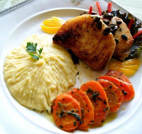 Zefinha Bistrô : Medalhões de Pirarucu ao molho de manteiga e alcaparras