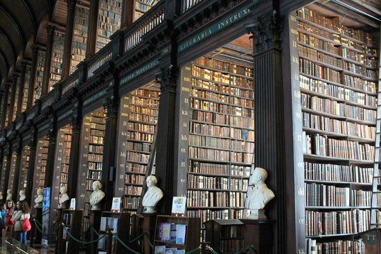 The Book of Kells and the Old Library Exhibition: Estanterías
