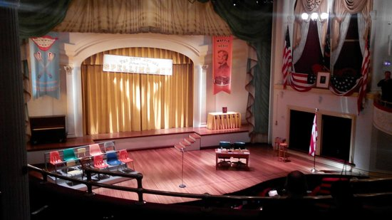 Ford's Theatre : The trick of board looking like curtain cloth...too good!