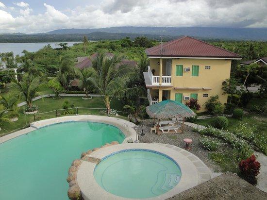Moalboal Beach Resort: A very nice well kept pool