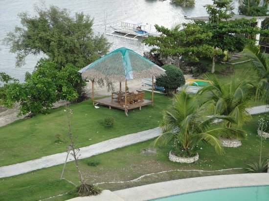 Moalboal Beach Resort: Somewhere nice to sit in the garden