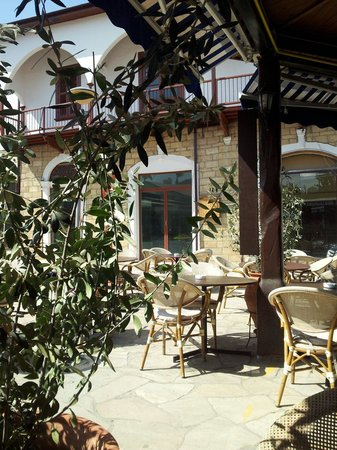 C & A Tourist Apartments: Part of the lovely village square in Polis where you can enjoy a leisurely lunch in the sun