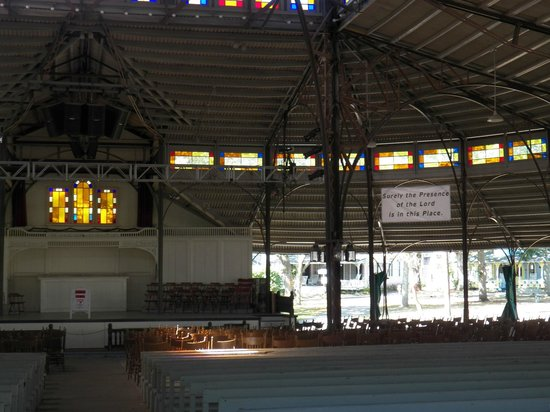 Trinity Park Tabernacle: I'll bet the acoustics are great in here!
