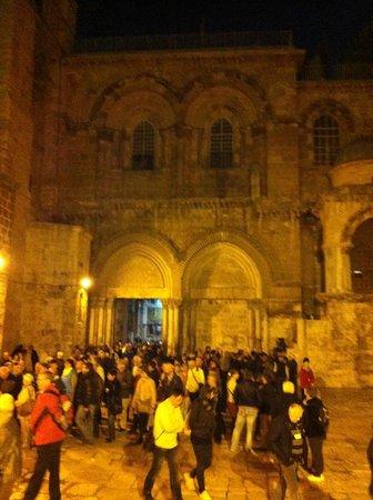 Iglesia del Santo Sepulcro: Вход и само здание Храма