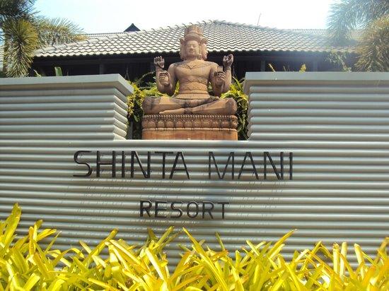 Shinta Mani Club: front of hotel