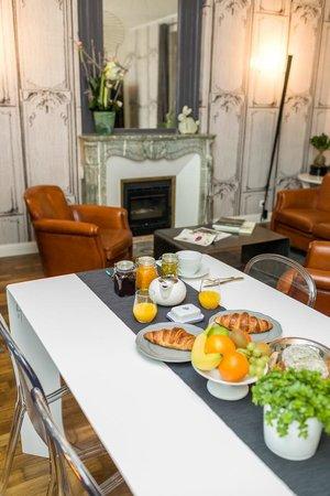 Villa Saint Raphael: Le petit-déjeuner au salon