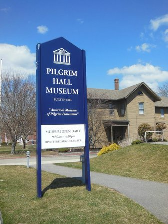 Pilgrim Hall Museum: The sign out front makes the museum easy to find