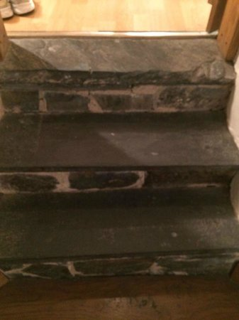 Cornerstones Guesthouse: steps upto bathroom