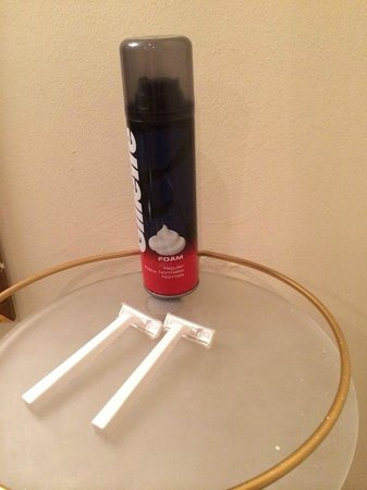 Cornerstones Guesthouse: razors and gel