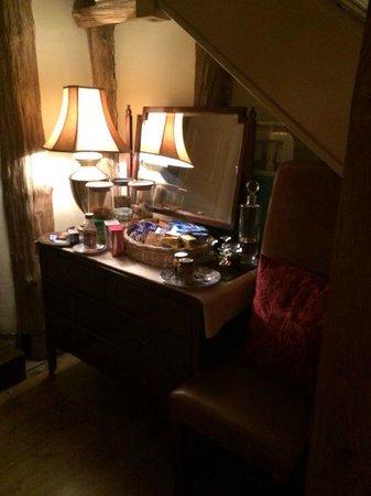 Cornerstones Guesthouse: vanity mirror.. fab