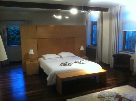 Le Val-Fayt: Large bedroom