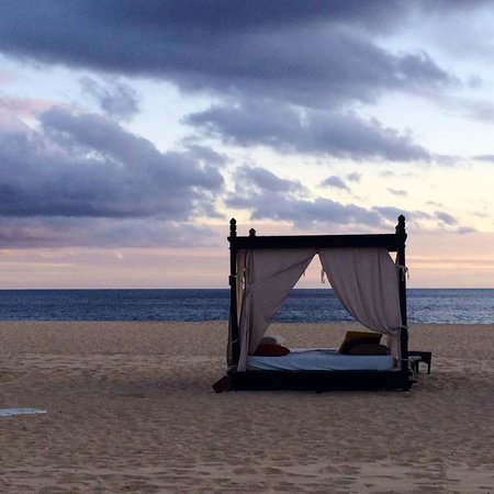 Pueblo Bonito Pacifica Golf & Spa Resort : Our very own cabana on the beach at sunset!