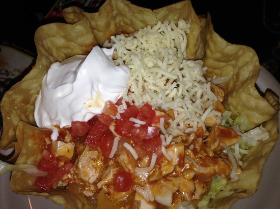 El Matador Restaurant: Chicken Taco Salad and a lighty fried shell at El Matador