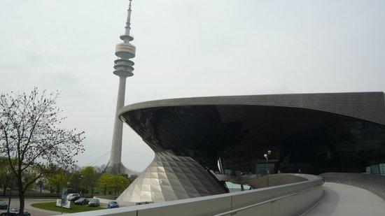 Bridge between museum and BMW Welt