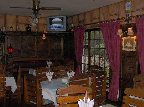 Aston Arms Portuguese Restaurant: Inside Aston Arms
