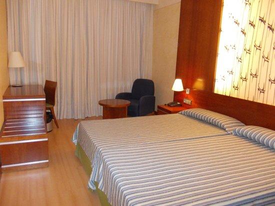 Geranios Suites & Spa: Bedroom-- big!!