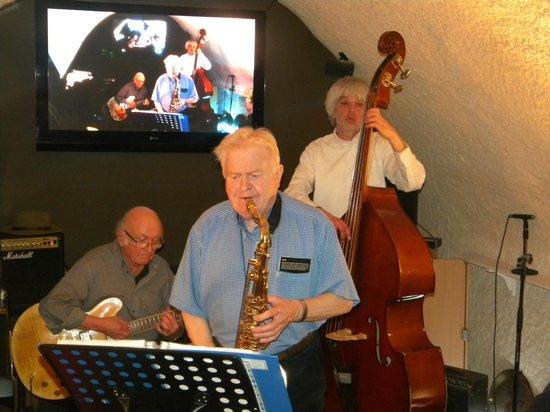 Le Parvis: concert de jazz en 3 eme cave