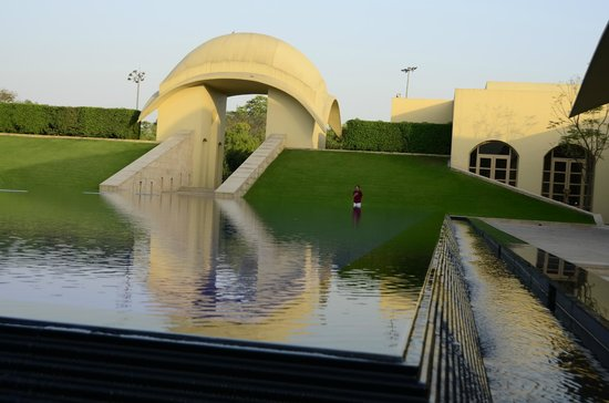 Trident, Gurgaon: Reflecting pool outside of entry