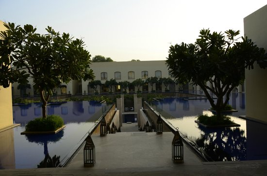Trident, Gurgaon : On the way to the pool