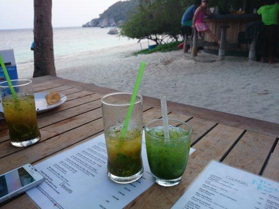 Haadtien Beach Resort: Happy hour! ;-)
