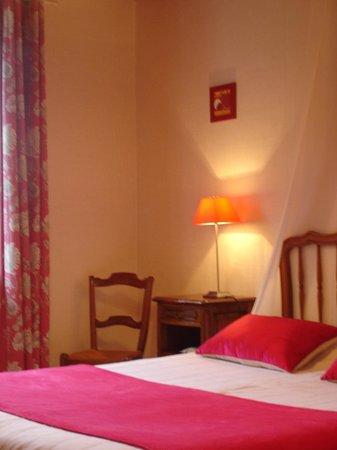 Chambres d'hotes Ladeuix: chambre lit en 160