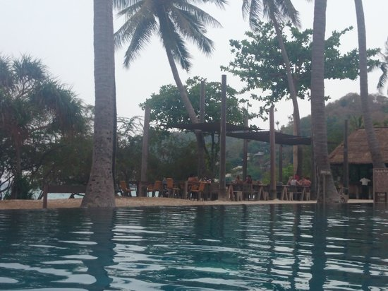 Haadtien Beach Resort: Infinity pool....