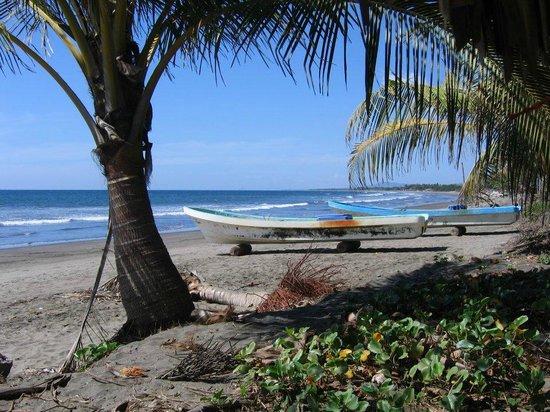 Rancho Esperanza: Jiquilillo beach and boats