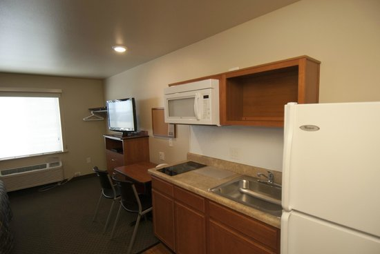 WoodSpring Suites Williston: Kitchen View