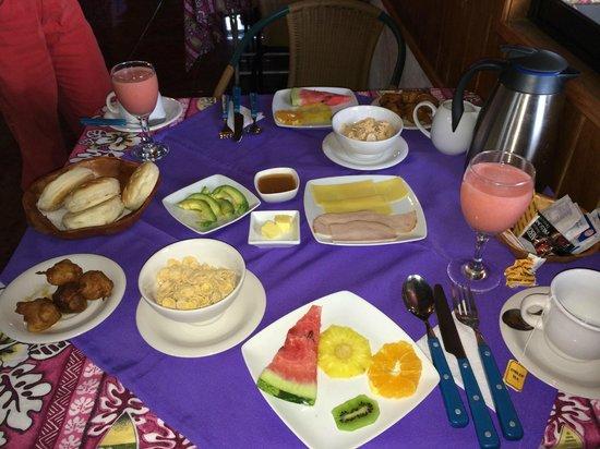 Mana Nui Inn: Polynesian style breakfast