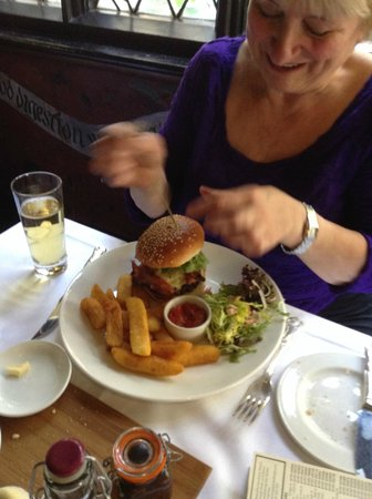 Restaurant at The Mermaid Inn: Friends burger, chips were delicious