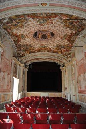 Villa Duchessa di Galliera: Il Teatro Storico settecentesco