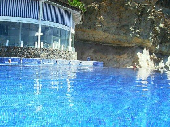 Marina Suites: pool