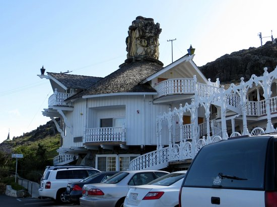 Madonna Inn : Interesting chimney