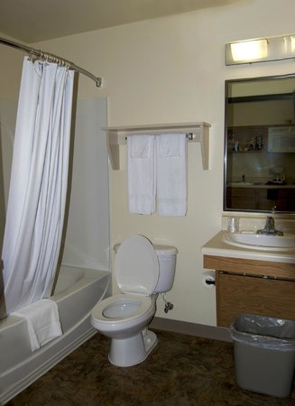Value Place Raleigh, North Carolina (Apex): Bathroom