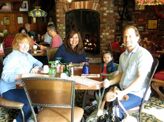 Madonna Inn : Having breakfast in the Copper Kettle