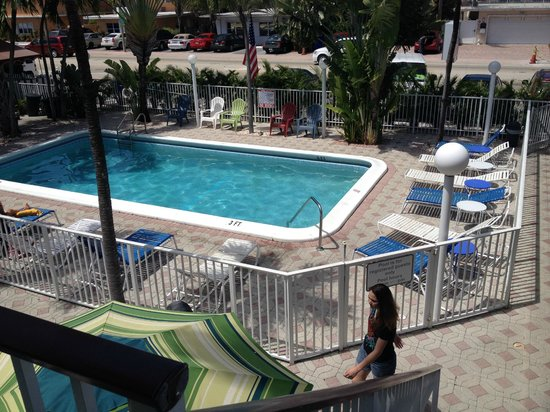 Great Escape Inn: from the suite down at the pool