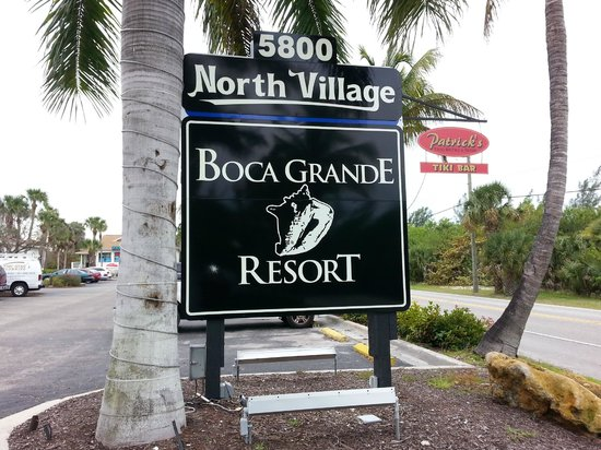 The Boca Grande Resort: The entrance just across the bridge to the Island