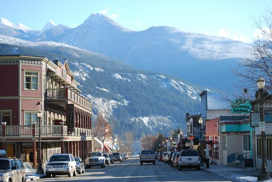 BlueBelle Bistro & Beanery: Kaslo's Front Street -- the Blue Belle is on the right side, down toward the mountains