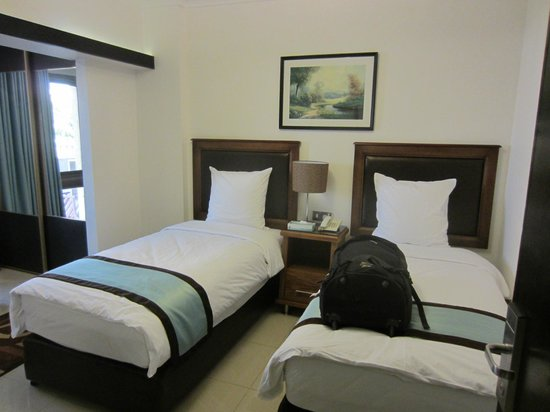 Rae'd Hotel Suites: Twin room - clean and very comfy