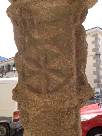 Barrio Judio de Hervas : No es del barrio judío pero sí de Hervás(las columnas templarías, al lado del ayuntamiento)