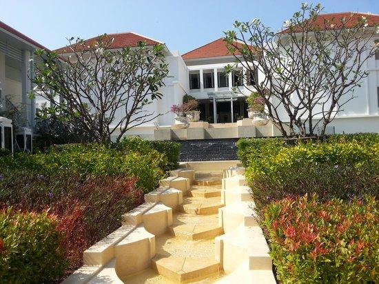 Amatara Wellness Resort: stairs going up to amazing spa!