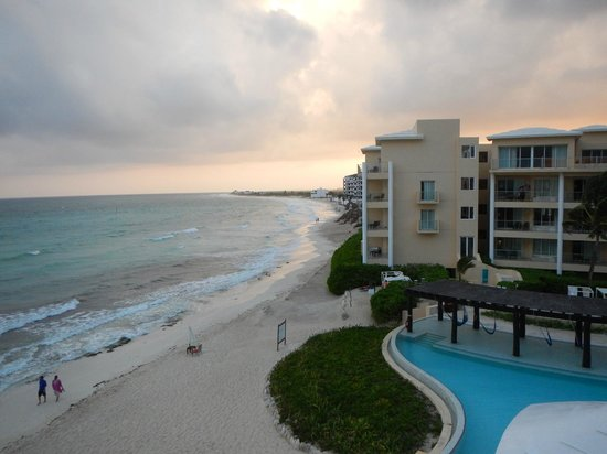 Now Jade Riviera Cancun Resort & Spa: View from our balcony to the right