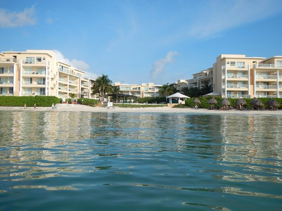 Now Jade Riviera Cancun: View from the ocean back towards the resort