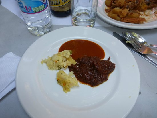 La Teca Restaurant: Estofada de bodas acompanado de pure de papas y con salsa de 2 chiles