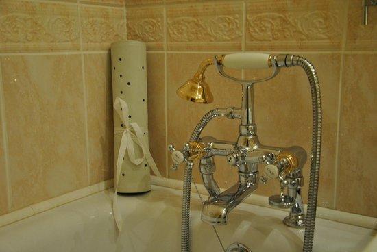 Hayfield Manor Hotel : Bath tub room 109