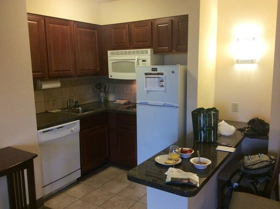 Staybridge Suites Buffalo/West Seneca: kitchen