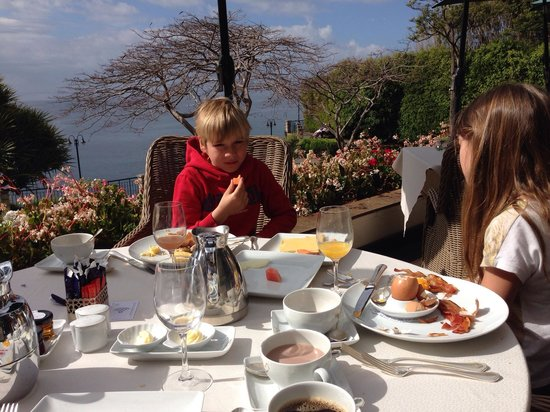 Hotel The Cliff Bay: Breakfast in a michelinstarrestaurant with stunning  vieuws